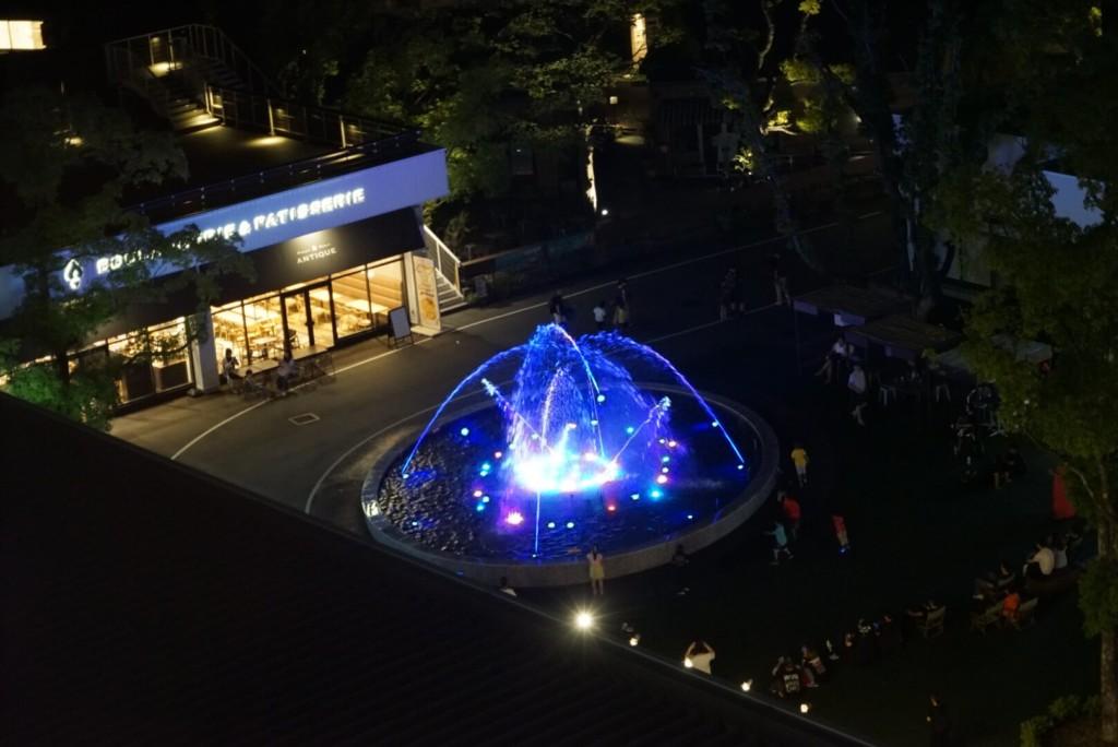 レゴランドホテルの部屋から見るメイカーズピアの噴水ショー