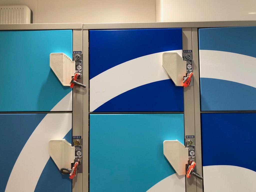 レゴランドのスプラシュ・パッドの更衣室の中のロッカー