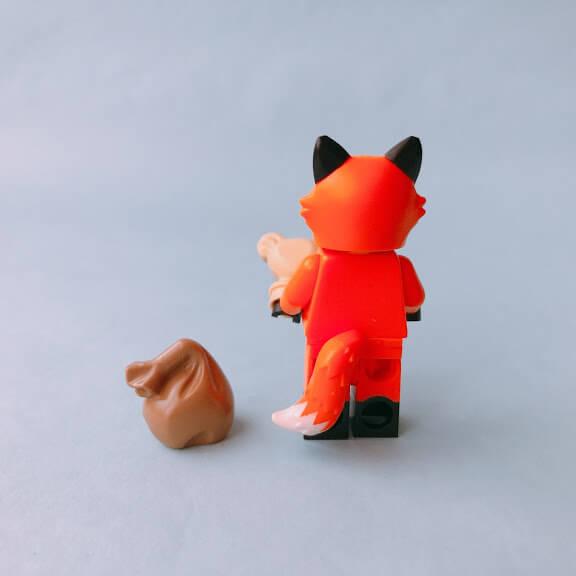 レゴミニフィグシリーズ19 Fox Costume Girl(キツネの着ぐるみを着た女の子)