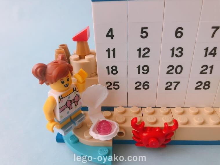 レゴで作った8月のカレンダー